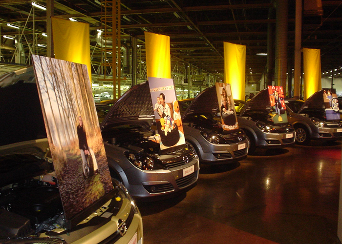 Event Opel & Astra Lieve Blancquaert heeft 20 vrouwelijke medewerksters van Opel Belgium geportretteerd. Baseline © BizBis
